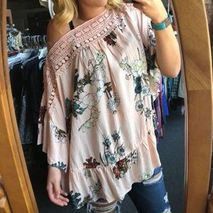 Tops - Pink floral boutique top